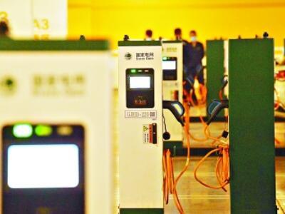 北京最大规模集中式电动汽车充电站投入使用,200个充电桩每天可充1300车次