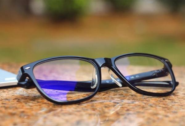 线下眼镜店的情况如何?沾上防蓝光就好卖