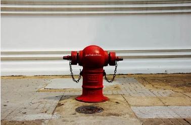 宁波天水家园住宅消火栓无水,物业只好购置灭火器