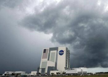 SpaceX首次载人航天任务发射延期,系天气原因