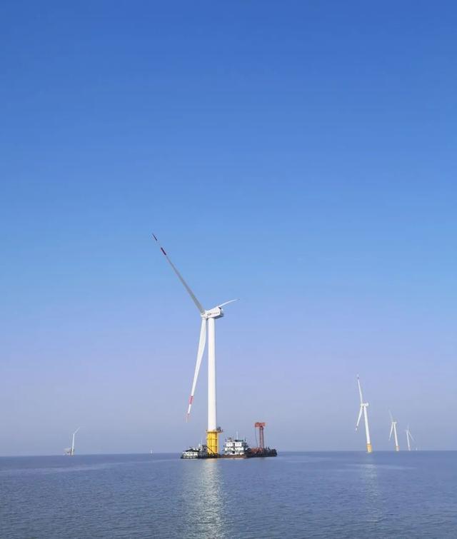 """海上风电场,华能如东H3首批20 台""""海装造""""5MW机组成功并网发电"""