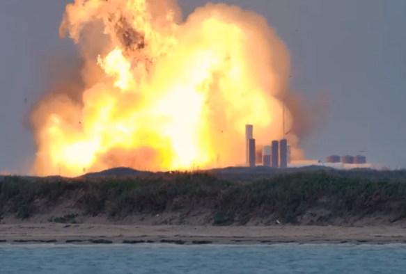 SpaceX星际飞船猛烈爆炸,起初看似很成功