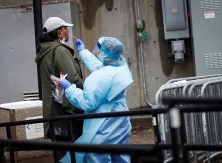 美国新冠肺炎累计确诊1743235例,累计死亡102686例