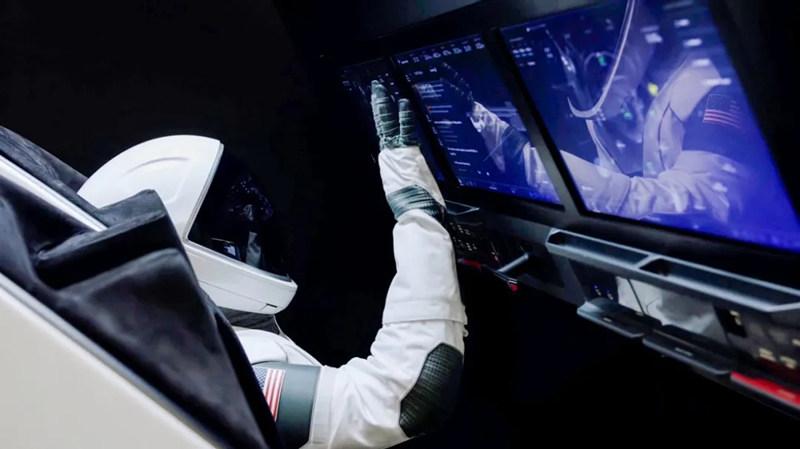 SpaceX龙飞船,自动与空间站完成对接