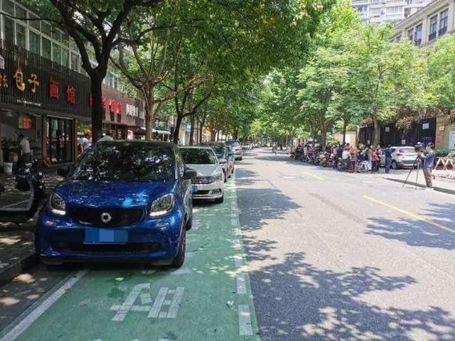 杭州设置20分钟限时停车位方便司机上厕所、接孩子!