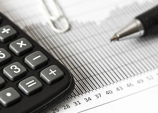 公司给员工租房子住是否交个税?怎么做账?