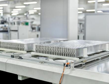 比亚迪刀片电池是如何生产出来的?刀片电池真的能重新定义电动汽车安全标准吗