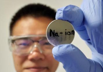研究人员研制出新款钠离子电池,千次充放电循环后仍保持80%以上电量