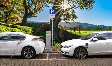在不更换电池的情况下,电动汽车能跑多远?