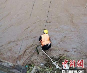 云南继续发布地质灾害气象风险预警,三地发布暴雨橙色预警信号