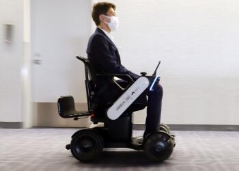 JAL推出全球首个自动驾驶轮椅服务,助力老人或残疾人登机通行