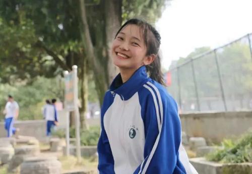湖南永州高三女孩陈薇薇患绝症捐遗体,网友:胸怀大爱,你是真正的天使