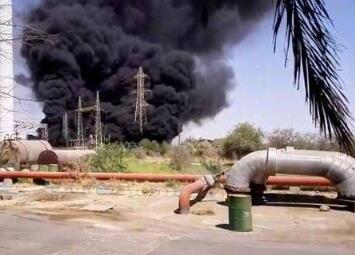 伊朗一座工业园区发生火灾,储油罐爆炸,所幸没有人员伤亡