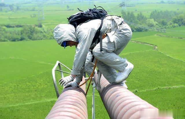 不要轻易投诉基层电力工人,因为他们很不容易!