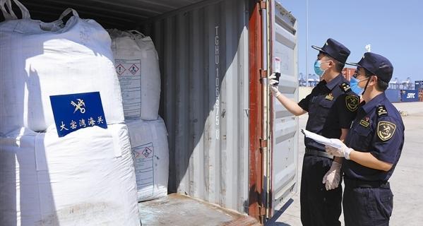 大窑湾海关查获禁止进口固体废物21.5吨