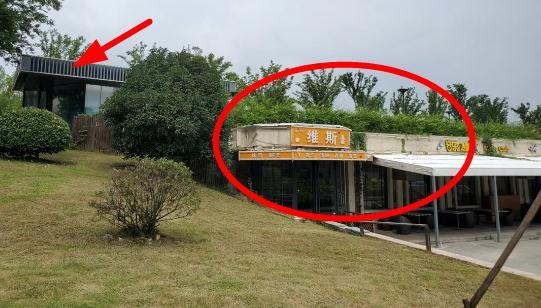 """秦淮河楊家圩大堤""""肚子里""""建餐廳,是否經過批準?"""