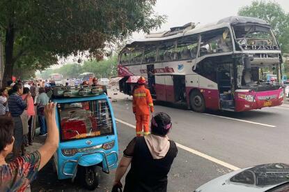 山东济南一大巴发生爆炸,涉事车辆已变形