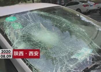 西安一轎車失控連撞多人,車禍原因系司機將油門當成了剎車