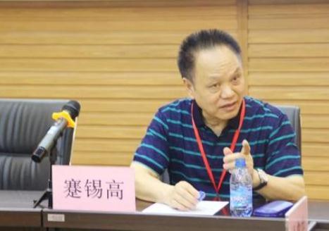 中国高性能工程塑料产品处于国际前沿水平,得感谢他