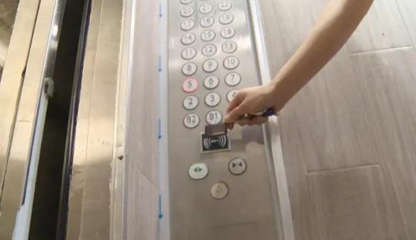 电梯梯控利少弊多,不是所有的业主都愿意加装梯控