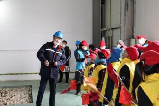 吉木乃县38名师生探秘风力发电,了解绿色新能源