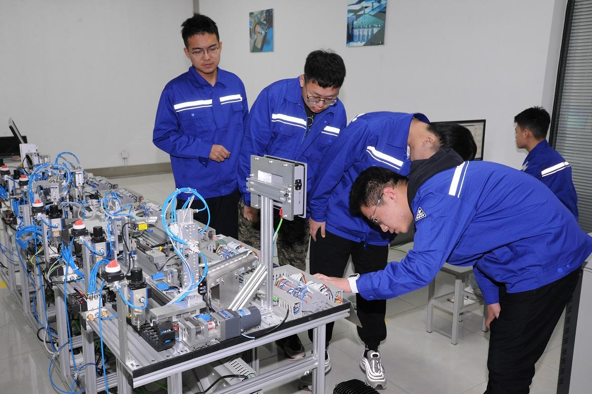 """人才必须要""""实训"""",走进山东科技职业学院智能制造实训基地"""