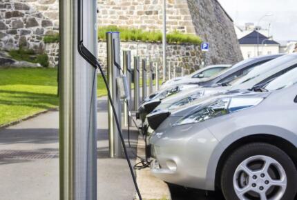 我國新能源汽車產銷量仍有著較大缺口,應推動產業做大做強