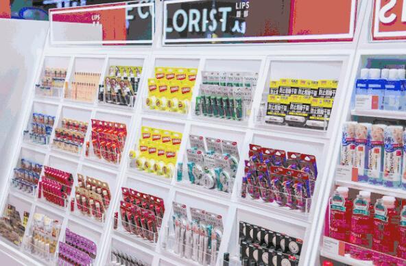 深度分析像调色师这样的彩妆集合店为什么能受到顾客的欢迎