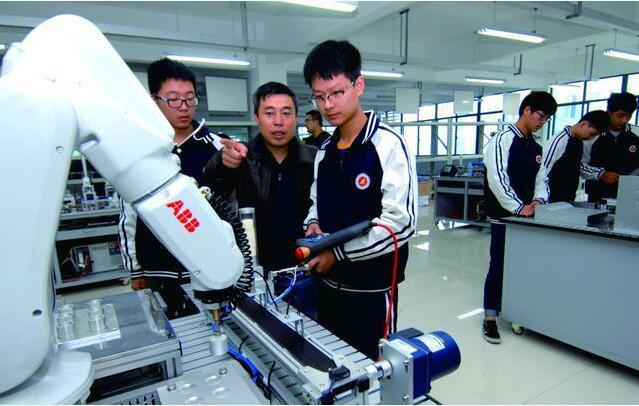 宁波智能产业制造转型的道路上,有宁波教育正在输送人才