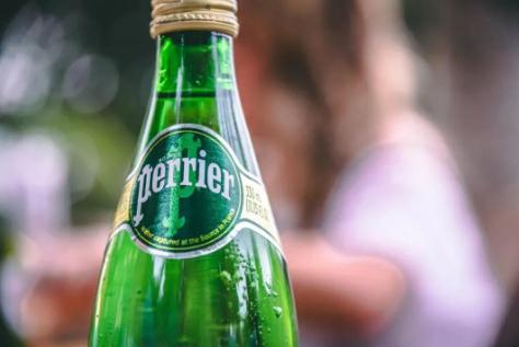 气泡水什么人不能喝,法国巴黎气泡水对身体好的吗