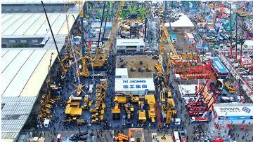 第十届上海宝马工程机械展开幕,徐工以高质量的领军实力闪耀展区