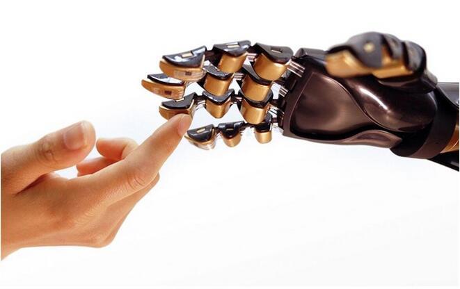 科学家正研发电子皮肤贴片,可以帮助恢复失去的知觉和检测COVID-19