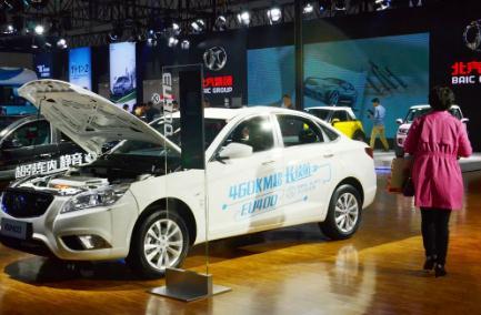 """新能源汽车市场化发展特征明显,高端和低端市场呈现新""""两头挤""""的格局"""