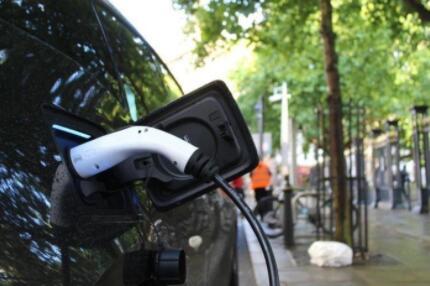 """中国新能源汽车行业""""一超多强""""格局还会维持多久"""