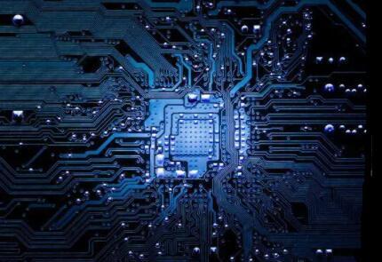 """2021年芯片业热潮将继续汹涌,国产芯片企业何时能""""破壁"""""""