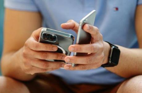 外媒:苹果正在为 iPhone 开发一款无线电池组