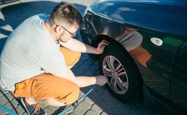 汽车胎压多少合适?教你一年四季如何正确的调胎压