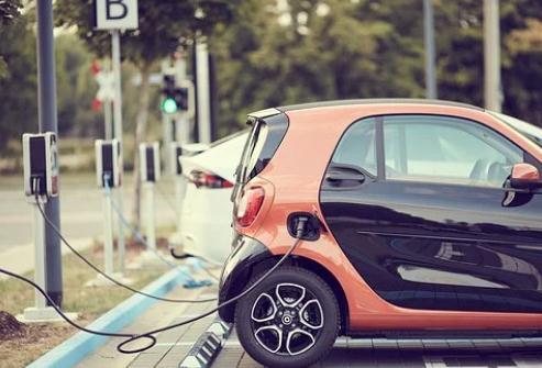 电动汽车发展轨迹与智能手机类似,我国新能源汽车进入成长期实现质变