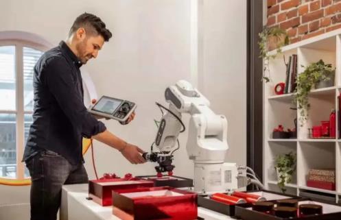 ABB推出新一代协作机器人,助力新行业和新用户解锁自动化应用