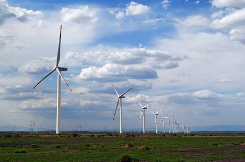 在提高电量与精细化管理下提高风电场的思考策略