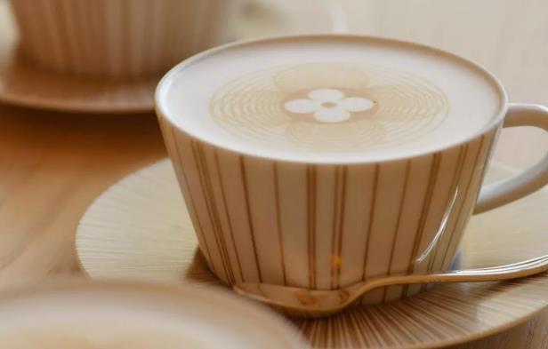 LV卖咖啡!一杯拿铁100元,奢侈品牌都来抢星巴克的生意?