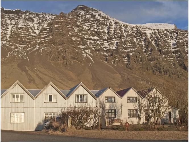 阿尔卑斯山、冰岛、贝加尔湖面......此生必睡的全球十大绝美民宿!