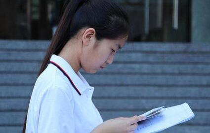 文科专业主要分布的8个学科门类,最受文科生青睐的几个专业及大学