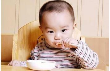 """国民膳食健康刻不容缓,伊利模拟母乳营养研究给""""奶瓶""""一个健康时代"""