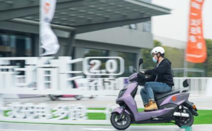 雅迪发布冠能2.0系列技术:快充只要3小时,还有比车载语音还好用的智能系统