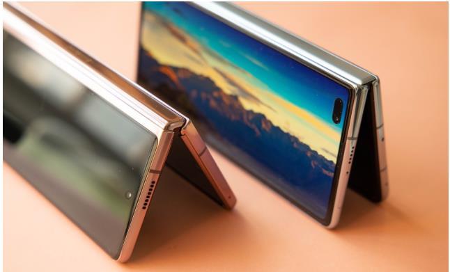 谁才是折叠屏手机中的王者?比较华为Mate X2与三星Galaxy Z Fold 2