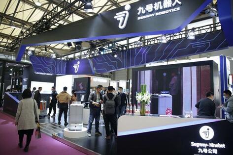 """九号""""方糖""""机器人:打造全新酒店智能体验,在上海国际酒店及商业空间博览会上大显身手"""