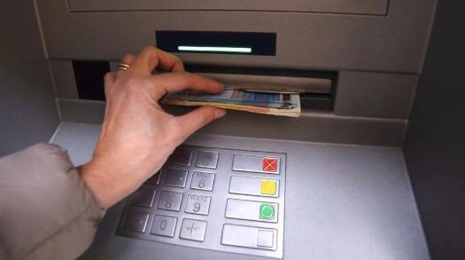 """一年减少8万台,逐渐""""消失""""的ATM机"""