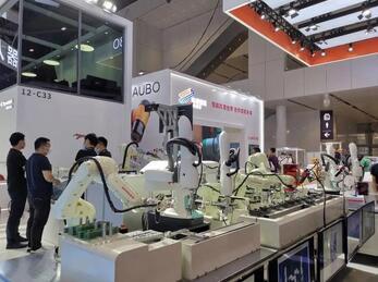 第22届深圳机械展:企业逆市降价销售工业机器人,工业机器人步入千元时代?