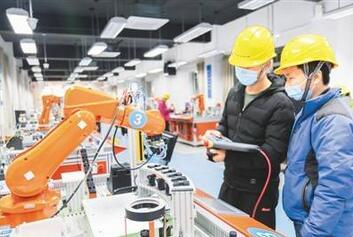 高质量就业,技能密集型成为主要的人才缺口,以建成最庞大的中国特色的技能人才队伍为目标